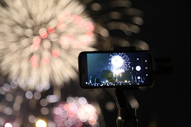 Pháo hoa rực sáng TP.HCM đón năm mới Canh Tý 2020  - ảnh 10