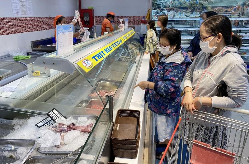 Chùm ảnh: Siêu thị, cửa hàng ở TP.HCM dồi dào hàng hóa - ảnh 3