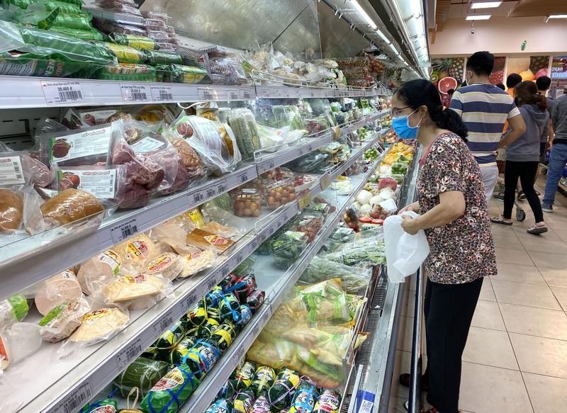 Chùm ảnh: Siêu thị, cửa hàng ở TP.HCM dồi dào hàng hóa - ảnh 4