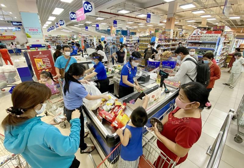 Chùm ảnh: Siêu thị, cửa hàng ở TP.HCM dồi dào hàng hóa - ảnh 5