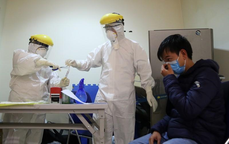 Chùm ảnh: Các bước xét nghiệm COVID-19 ở sân bay Tân Sơn Nhất - ảnh 13