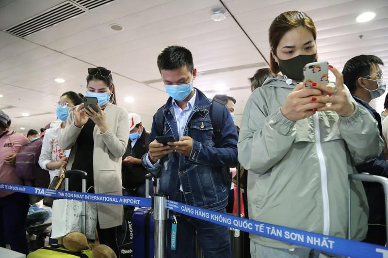 Chùm ảnh: Các bước xét nghiệm COVID-19 ở sân bay Tân Sơn Nhất - ảnh 2