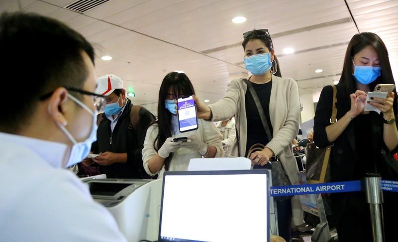 Chùm ảnh: Các bước xét nghiệm COVID-19 ở sân bay Tân Sơn Nhất - ảnh 3