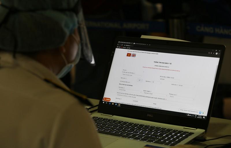 Chùm ảnh: Các bước xét nghiệm COVID-19 ở sân bay Tân Sơn Nhất - ảnh 4