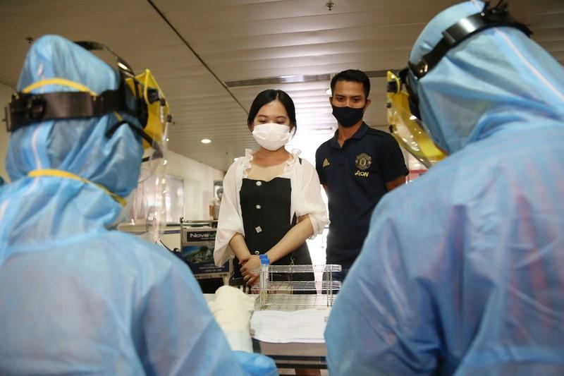 Chùm ảnh: Các bước xét nghiệm COVID-19 ở sân bay Tân Sơn Nhất - ảnh 7