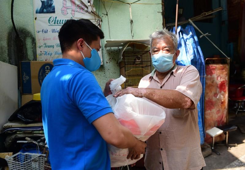 5.000 phần quà đến tay người khó khăn trong mùa dịch COVID-19 - ảnh 5