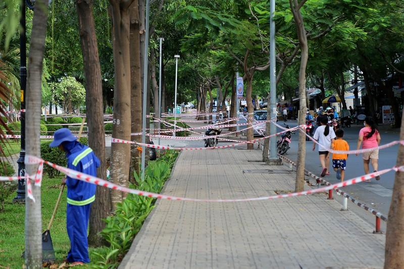 'Mạng nhện' ngăn người vào công viên để chống COVID-19 - ảnh 2