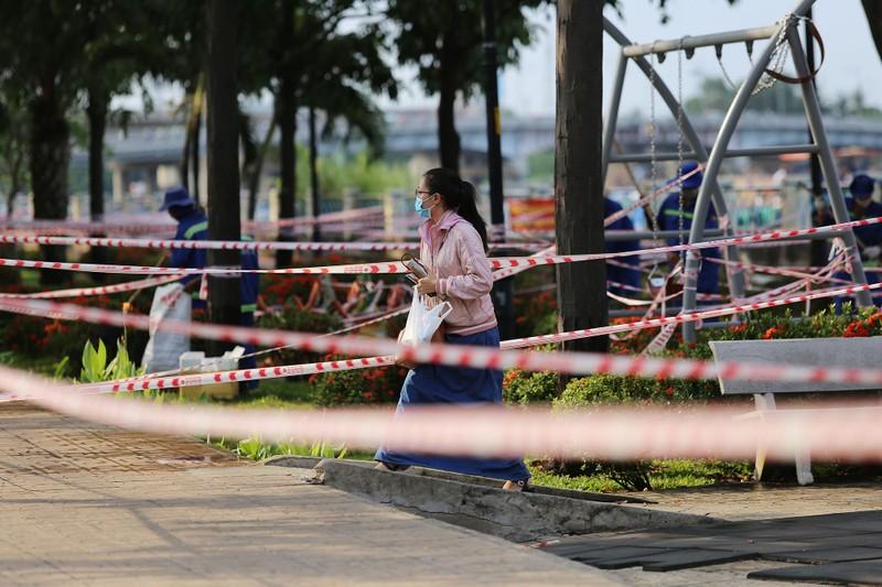 'Mạng nhện' ngăn người vào công viên để chống COVID-19 - ảnh 7
