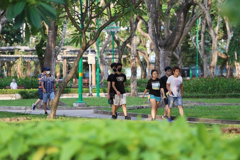 'Mạng nhện' ngăn người vào công viên để chống COVID-19 - ảnh 9