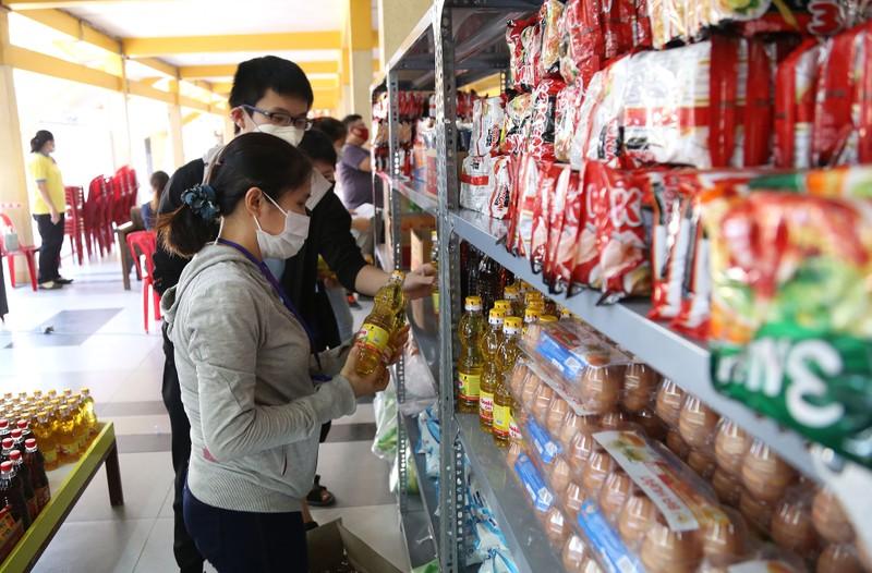 Cận cảnh siêu thị 0 đồng đầu tiên ở Sài Gòn - ảnh 10