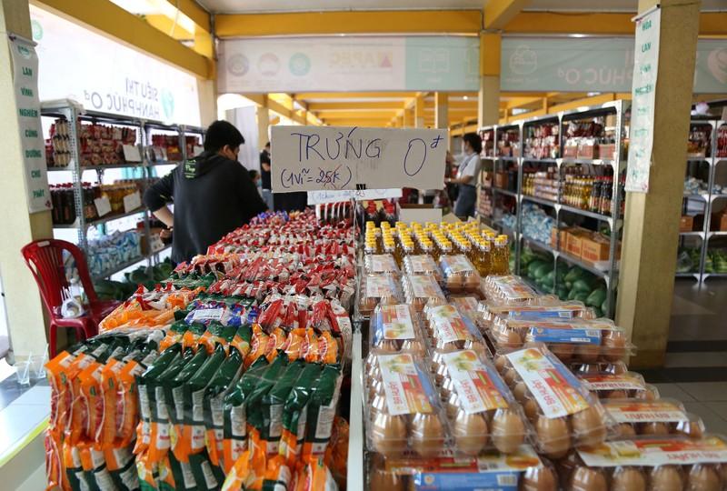 Cận cảnh siêu thị 0 đồng đầu tiên ở Sài Gòn - ảnh 1