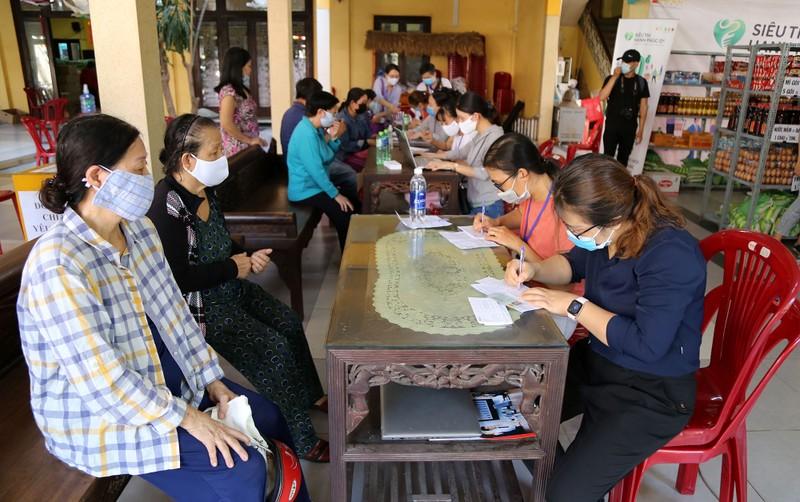 Cận cảnh siêu thị 0 đồng đầu tiên ở Sài Gòn - ảnh 3