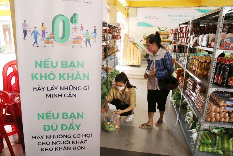 Cận cảnh siêu thị 0 đồng đầu tiên ở Sài Gòn - ảnh 6