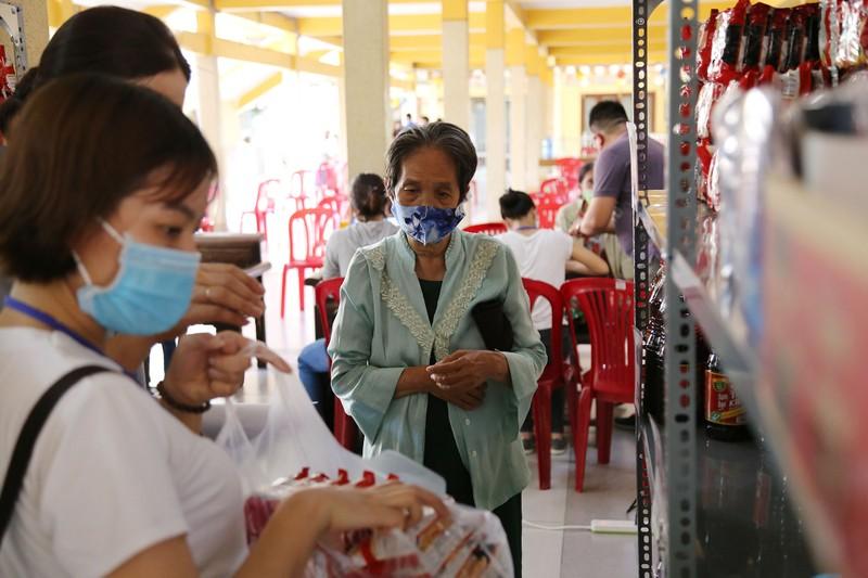 Cận cảnh siêu thị 0 đồng đầu tiên ở Sài Gòn - ảnh 7