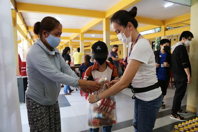 Cận cảnh siêu thị 0 đồng đầu tiên ở Sài Gòn - ảnh 8