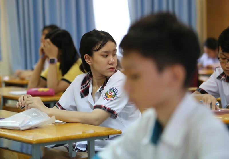 Thí sinh tự tin xen lo âu trong ngày đầu thi vào lớp 10 - ảnh 9
