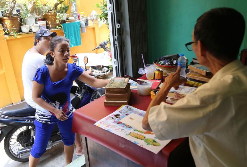 Vị cứu tinh của hàng ngàn người mê sách cũ ở Sài Gòn - ảnh 12