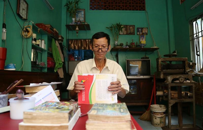 Vị cứu tinh của hàng ngàn người mê sách cũ ở Sài Gòn - ảnh 1