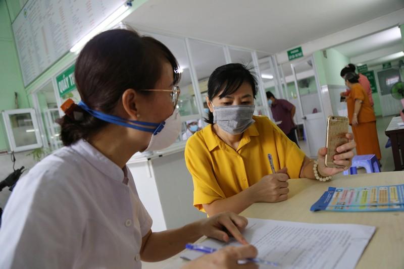 Xem quy trình xét nghiệm COVID-19 cho người về từ Đà Nẵng - ảnh 2