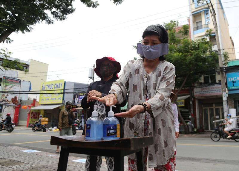 """Sài Gòn có thêm """"ATM khẩu trang""""  - ảnh 2"""