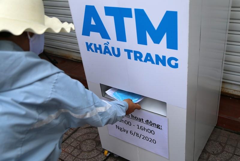 """Sài Gòn có thêm """"ATM khẩu trang""""  - ảnh 4"""