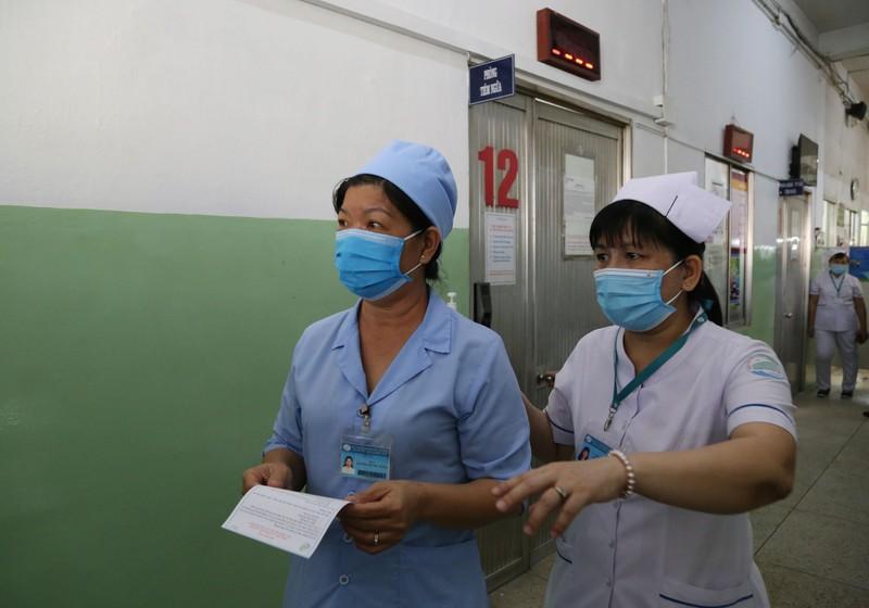 Những hình ảnh tiêm vaccine COVID-19 đầu tiên tại TP.HCM - ảnh 13