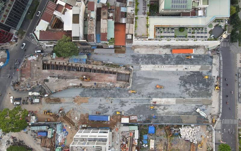 60 công nhân làm ngày đêm trả mặt bằng đường Lê Lợi trước 30-4 - ảnh 2