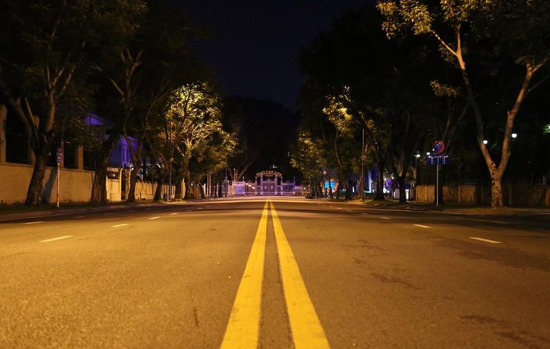 Hình ảnh đường phố TP.HCM sau 18 giờ vắng lặng  - ảnh 13