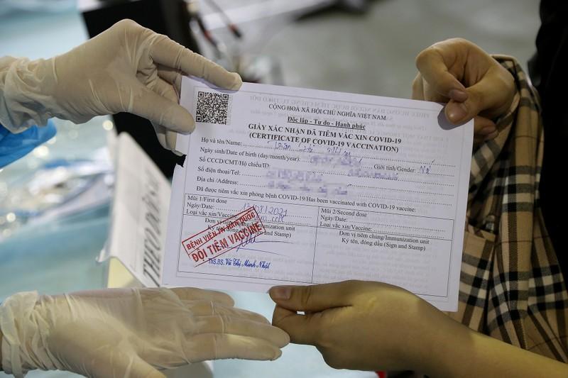 Chùm ảnh: Người dân TP.HCM tiêm vaccine Vero Cell  - ảnh 13
