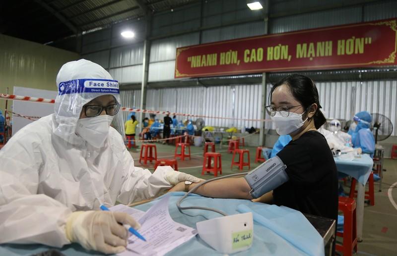 Chùm ảnh: Người dân TP.HCM tiêm vaccine Vero Cell  - ảnh 2