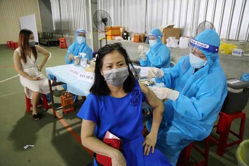 Chùm ảnh: Người dân TP.HCM tiêm vaccine Vero Cell  - ảnh 4