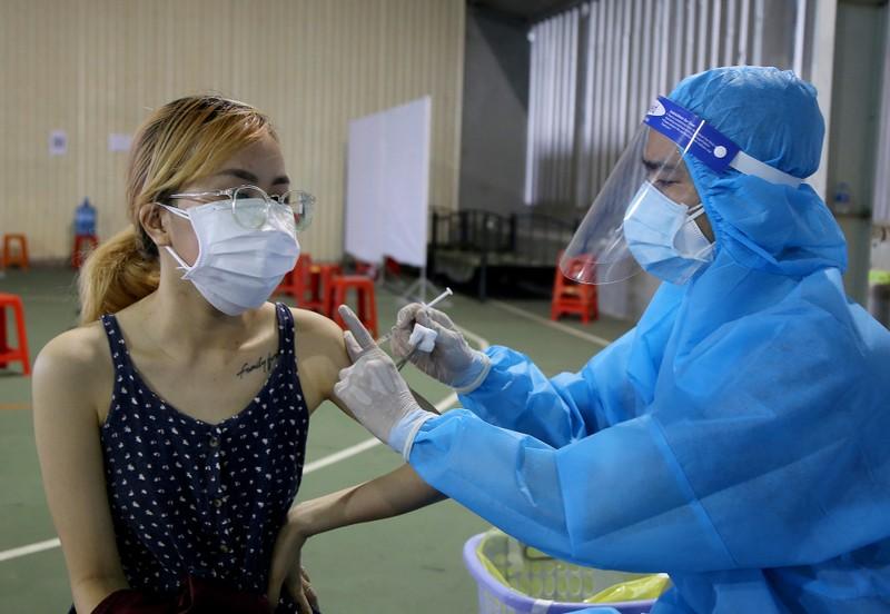Chùm ảnh: Người dân TP.HCM tiêm vaccine Vero Cell  - ảnh 5
