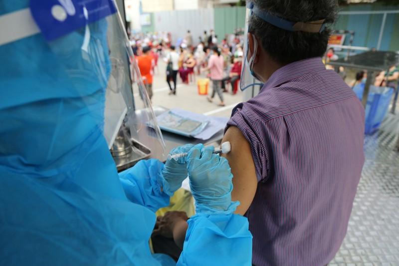 Độc đáo xe tiêm chủng vaccine lưu động cho người cao tuổi ở TP.HCM - ảnh 10