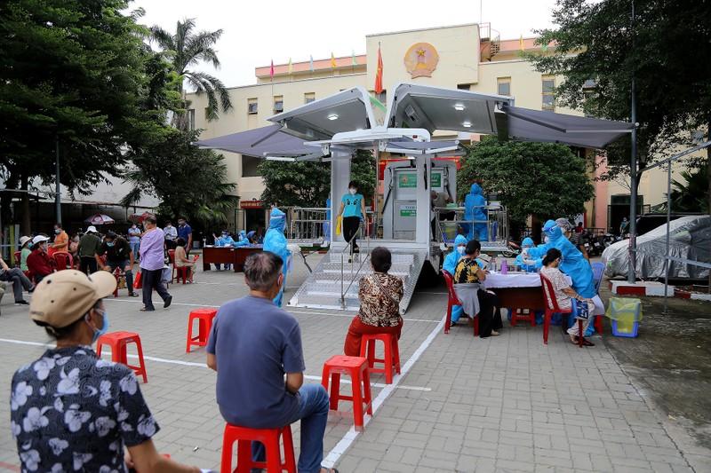 Độc đáo xe tiêm chủng vaccine lưu động cho người cao tuổi ở TP.HCM - ảnh 11