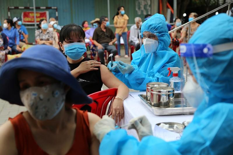 Độc đáo xe tiêm chủng vaccine lưu động cho người cao tuổi ở TP.HCM - ảnh 12
