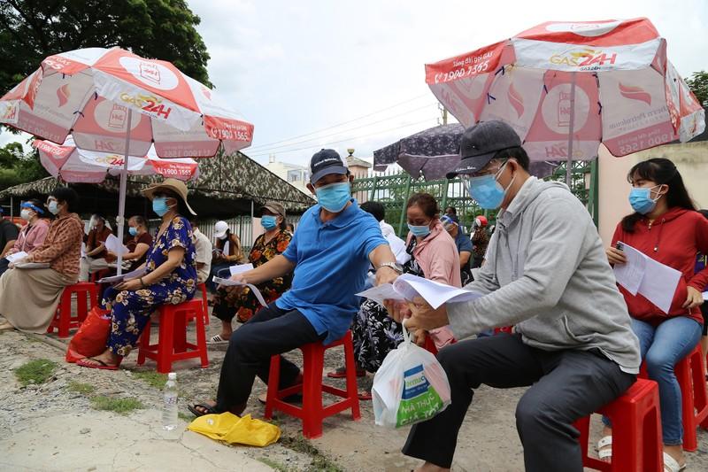 Độc đáo xe tiêm chủng vaccine lưu động cho người cao tuổi ở TP.HCM - ảnh 2