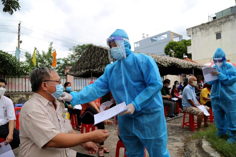 Độc đáo xe tiêm chủng vaccine lưu động cho người cao tuổi ở TP.HCM - ảnh 3