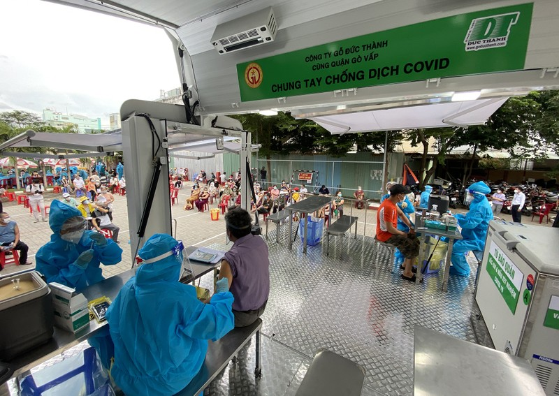 Độc đáo xe tiêm chủng vaccine lưu động cho người cao tuổi ở TP.HCM - ảnh 5
