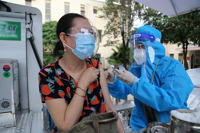 Độc đáo xe tiêm chủng vaccine lưu động cho người cao tuổi ở TP.HCM - ảnh 6