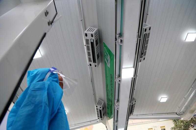 Độc đáo xe tiêm chủng vaccine lưu động cho người cao tuổi ở TP.HCM - ảnh 7