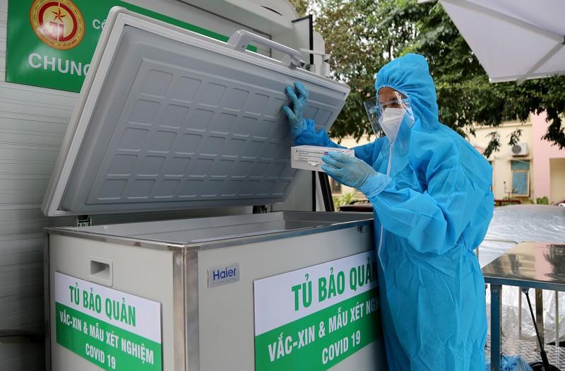Độc đáo xe tiêm chủng vaccine lưu động cho người cao tuổi ở TP.HCM - ảnh 8