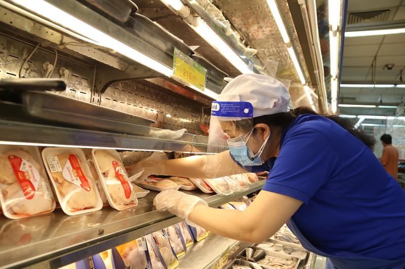 Chùm ảnh: Người dân TP.HCM hào hứng đi siêu thị bằng thẻ xanh COVID-19 - ảnh 10