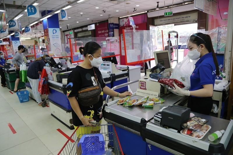 Chùm ảnh: Người dân TP.HCM hào hứng đi siêu thị bằng thẻ xanh COVID-19 - ảnh 11