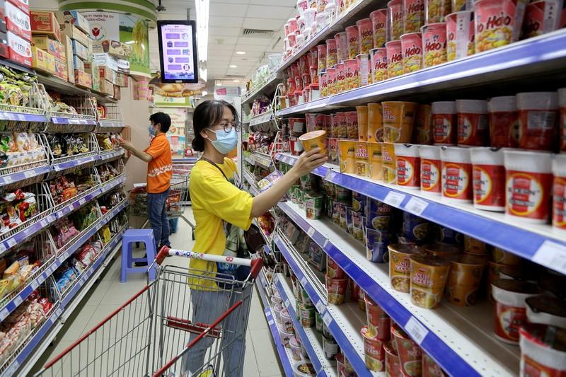 Chùm ảnh: Người dân TP.HCM hào hứng đi siêu thị bằng thẻ xanh COVID-19 - ảnh 5