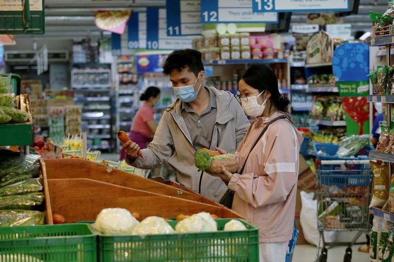 Chùm ảnh: Người dân TP.HCM hào hứng đi siêu thị bằng thẻ xanh COVID-19 - ảnh 4