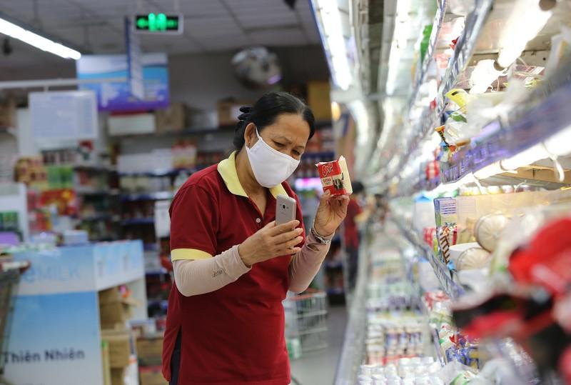 Chùm ảnh: Người dân TP.HCM hào hứng đi siêu thị bằng thẻ xanh COVID-19 - ảnh 6