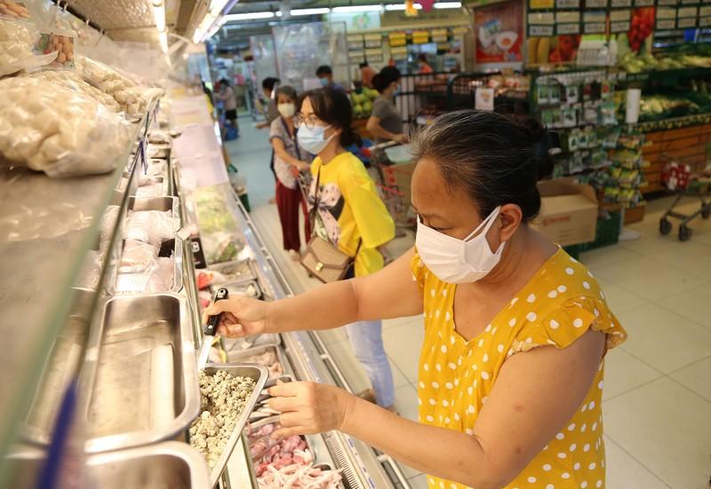 Chùm ảnh: Người dân TP.HCM hào hứng đi siêu thị bằng thẻ xanh COVID-19 - ảnh 7
