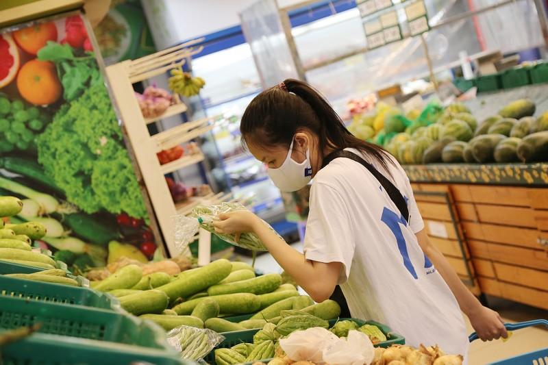Chùm ảnh: Người dân TP.HCM hào hứng đi siêu thị bằng thẻ xanh COVID-19 - ảnh 8