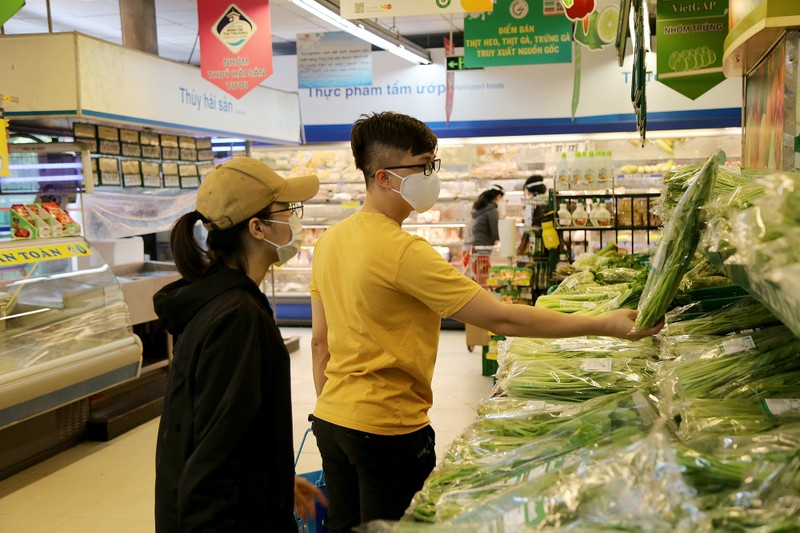 Chùm ảnh: Người dân TP.HCM hào hứng đi siêu thị bằng thẻ xanh COVID-19 - ảnh 9