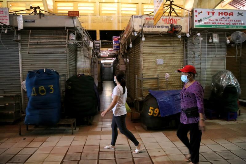 Cảnh mua bán ở chợ Bến Thành những ngày đầu hoạt động trở lại - ảnh 14